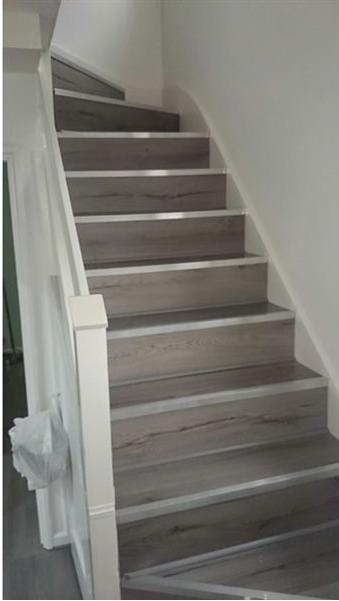 Image 6 - staircase