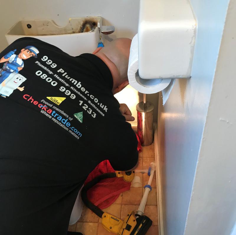 Image 11 - Toilet plumbing