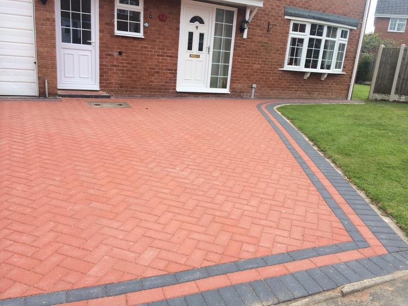 Image 18 - Paving with a paving edge