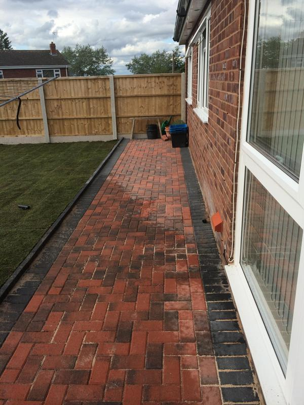 Image 4 - Paving with a paving edge