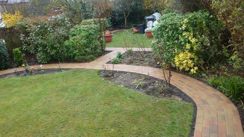 Image 12 - Block paving pathway around lawn