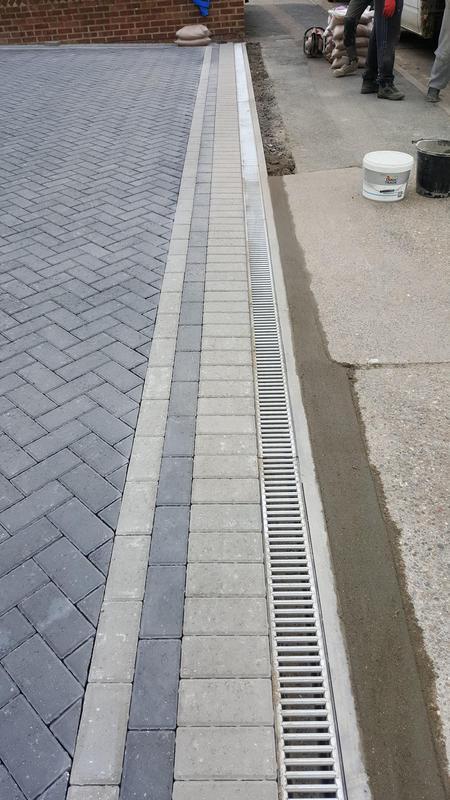 Image 30 - Block paving