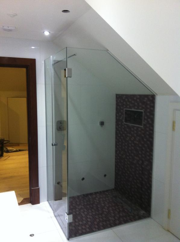 Image 9 - 2 Sided angled shower screen