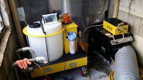Image 46 - HSE Licensed Removals -Injection Machine, Used To Wet Pipe Insulation Prior To Removal