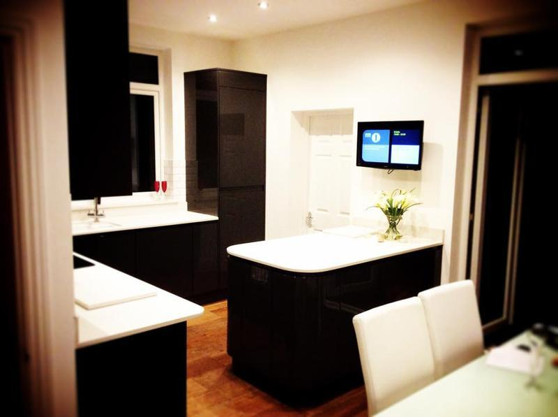 Image 27 - Howdens kitchen