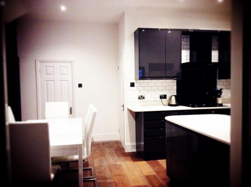 Image 21 - Howdens kitchen