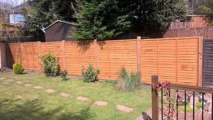 Straight Line Fencing & Decking logo