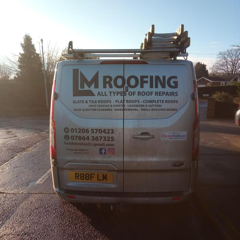 LM Roofing logo