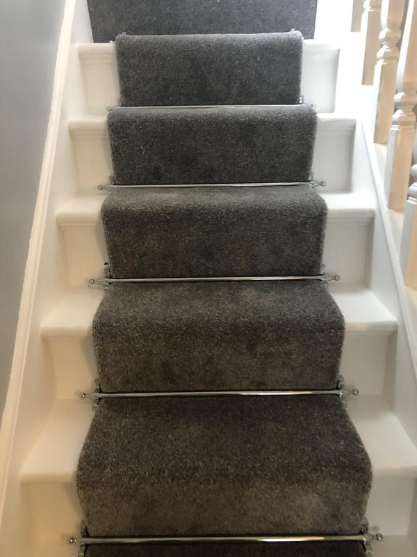 Image 37 - Grey carpet with solid stairs bars