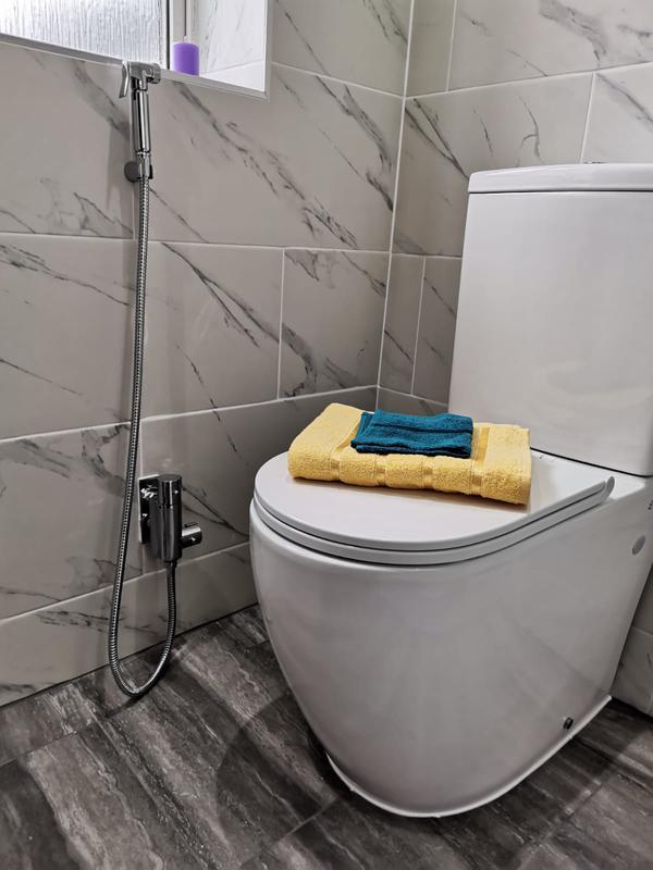 Image 14 - WC toilet pan installation