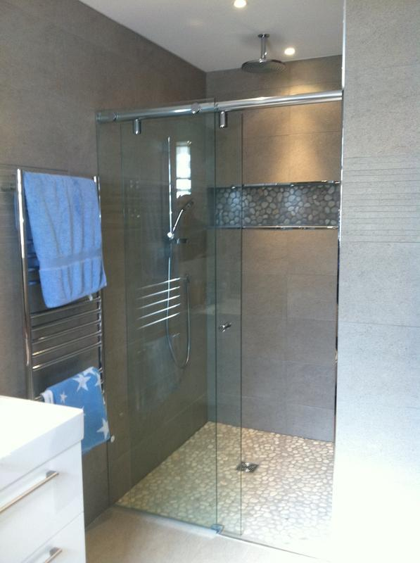 Image 2 - 10mm bespoke sliding shower screen