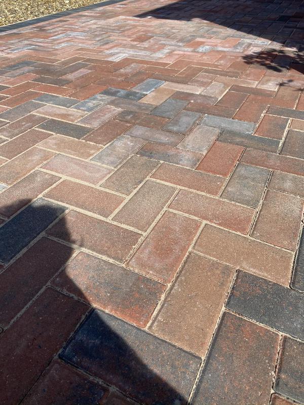 Image 37 - Block paving