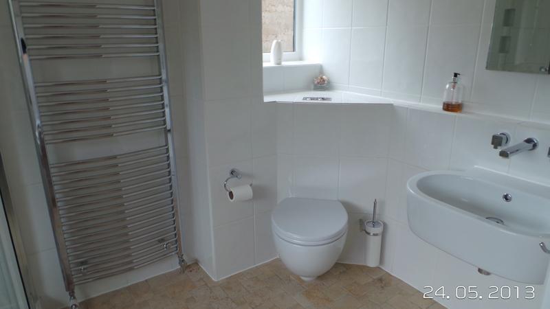 Image 12 - Bathroom  (Wyatts Green)