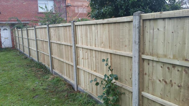 Image 107 - Closeboard panel fencing with concrete posts