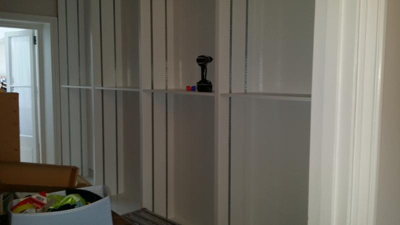 Image 28 - Wall to wall book case with adjustable shelves NW6