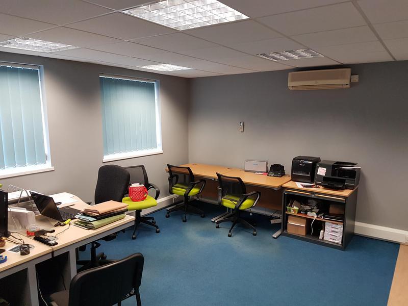 Image 100 - Office Decoration