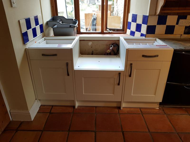 Image 90 - Kitchen in a cottage with Belfast sink