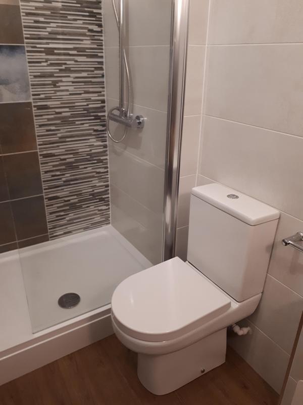 Image 30 - Unique bathroom installation Kilbirnie