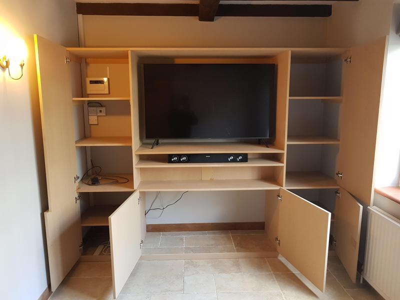 Image 31 - TV and storage unit