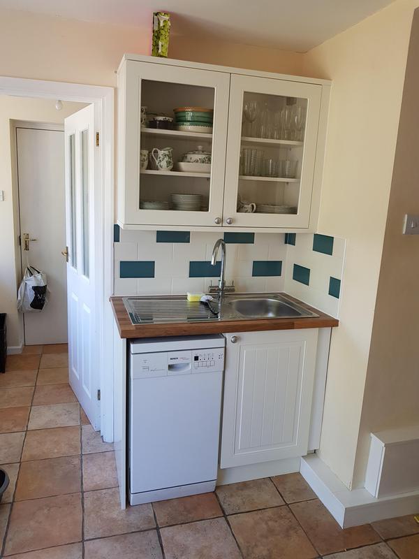 Image 20 - Replace doos worktop sink and tiles