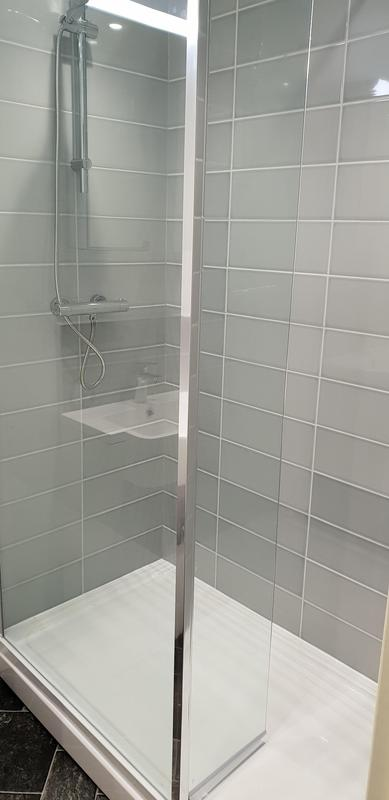 Image 9 - Shower room shooters Hill