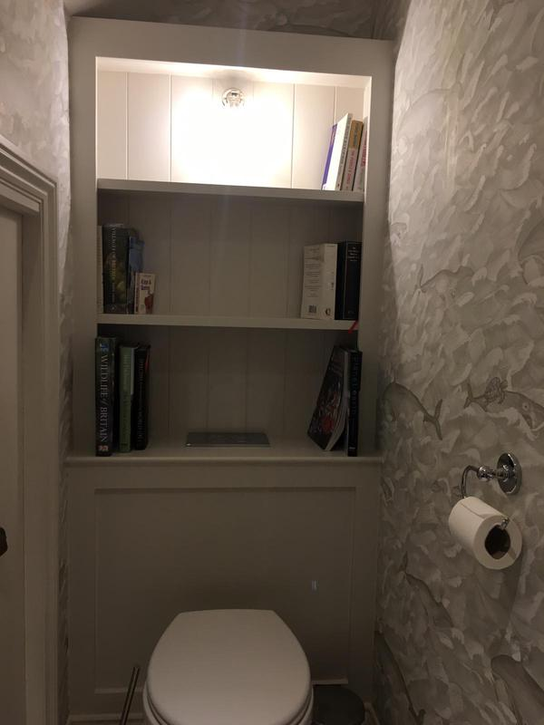 Image 41 - BATHROOM/WC WALLPAPERED AND PAINTED