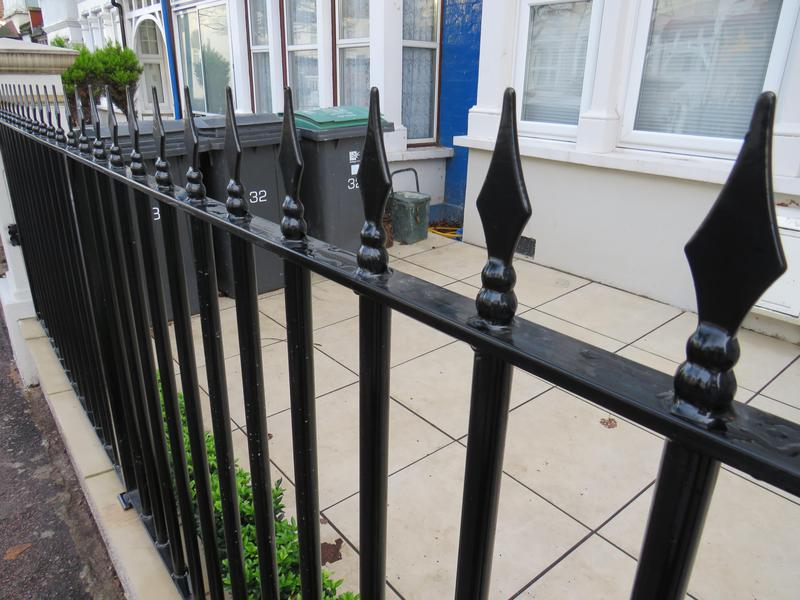 Image 293 - 20 Ml Railings with Arrow Heads Powder Coated Heated on Paint