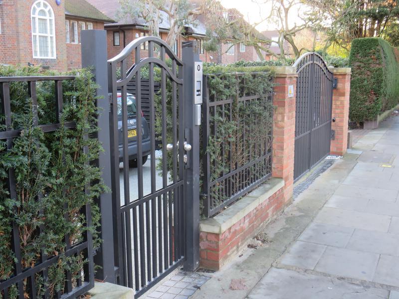 Image 266 - Driveway Gates.