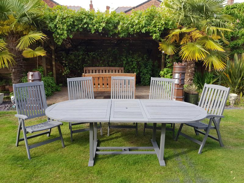 Image 7 - Garden furniture revived with a spray system.