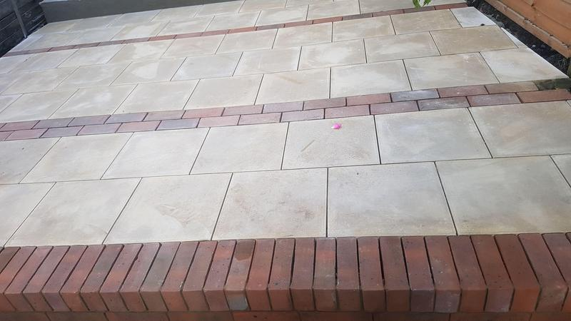 Image 18 - Budget Paving slabs with a red brick mix, and a brick on edge step up