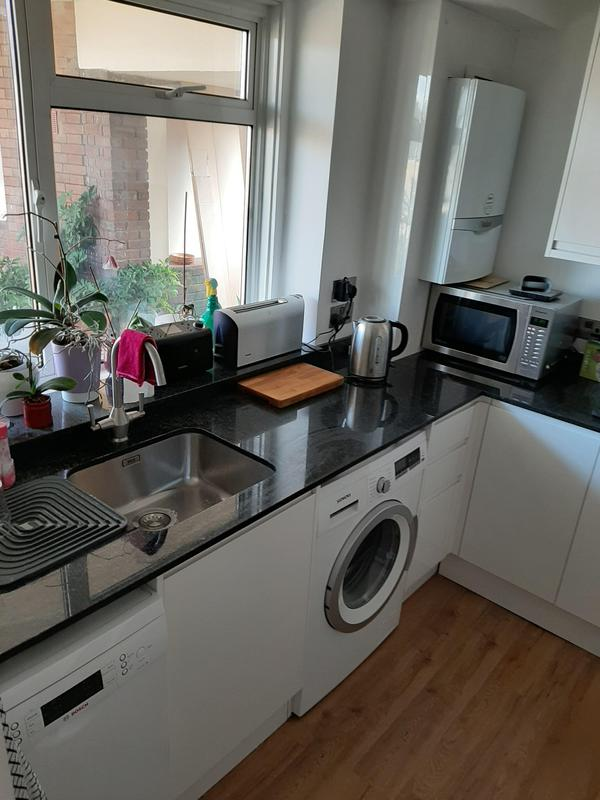 Image 74 - Howdanse kitchen installation in Brixton