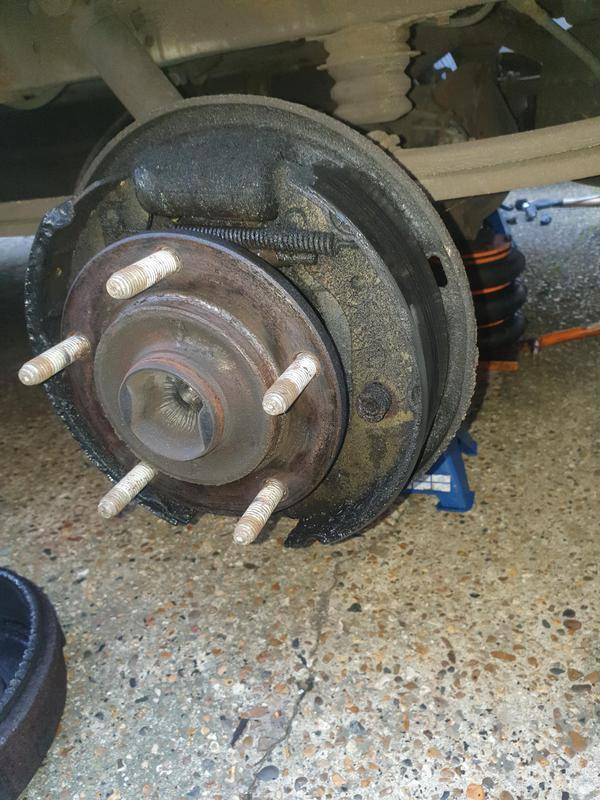 Image 8 - transit 2.4 3.5t rwd rear wheel cylinder and brake lining contamination.