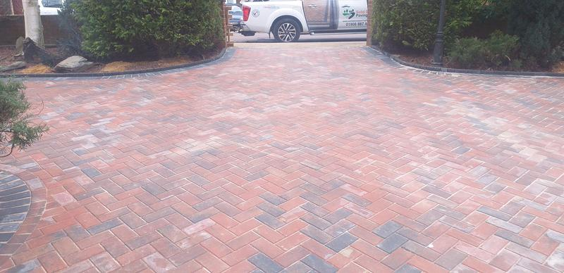 Image 11 - Paving dunstable