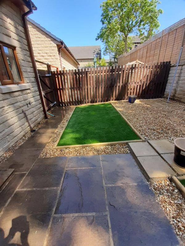 Image 8 - Artificial lawn