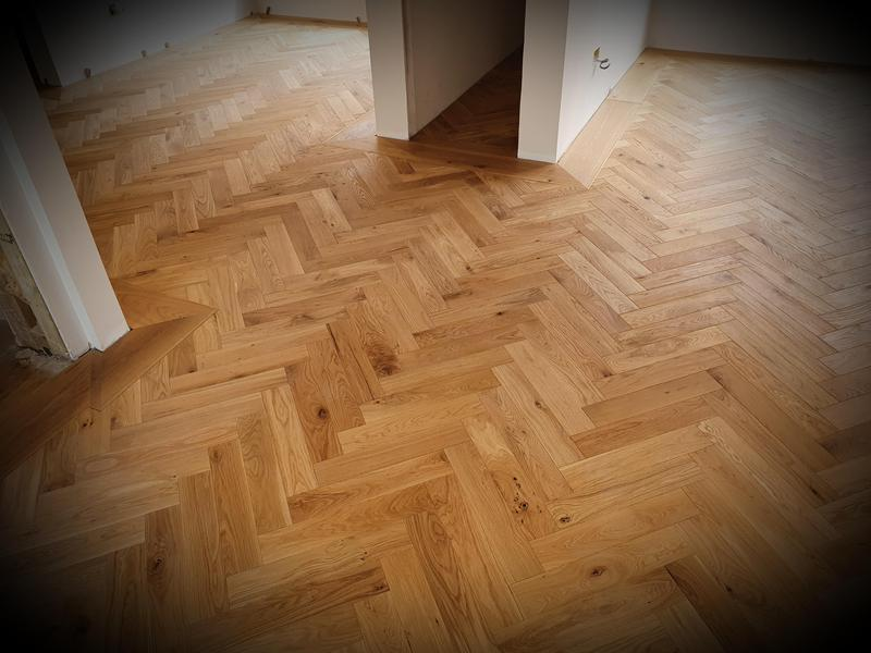 Image 31 - Parquet flooring with wide plank oak border and brass inlay