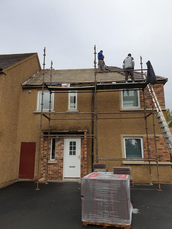 Image 12 - New roof going on new felt and new treaded timber battens
