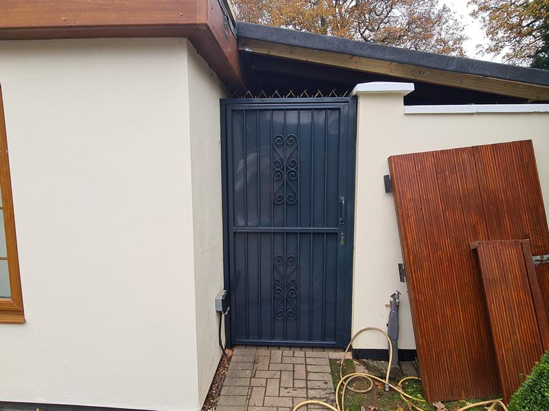 Image 8 - High security side gates, galvanised and powder coated