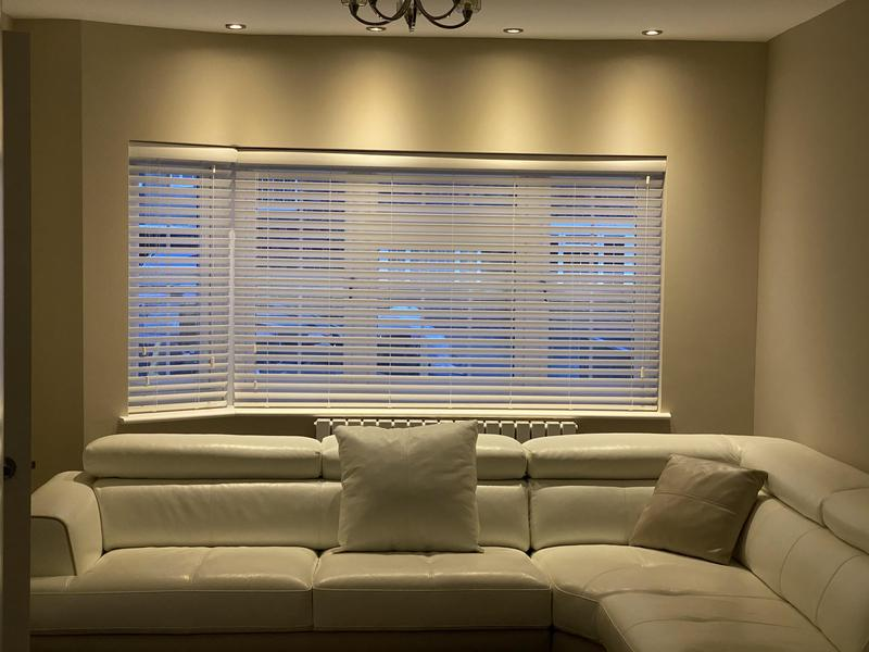 Image 14 - Fitting blinds wood Venetians blinds