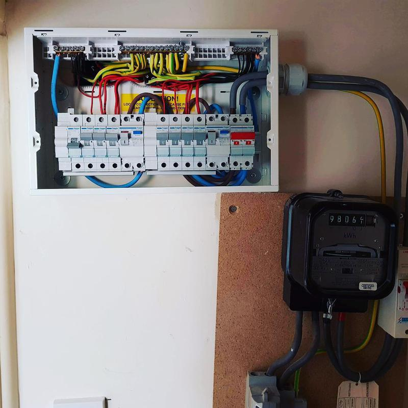 Image 20 - Fuse board installation