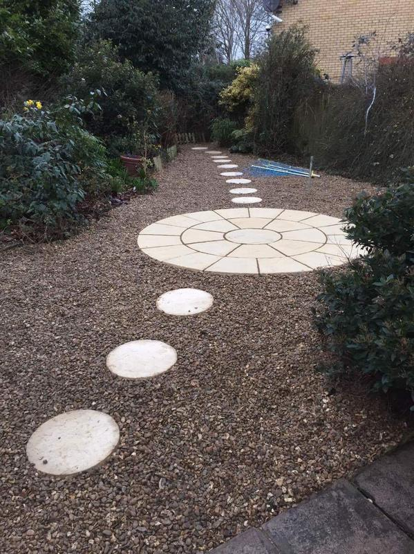 Image 30 - circle patio, stones and stepping stones