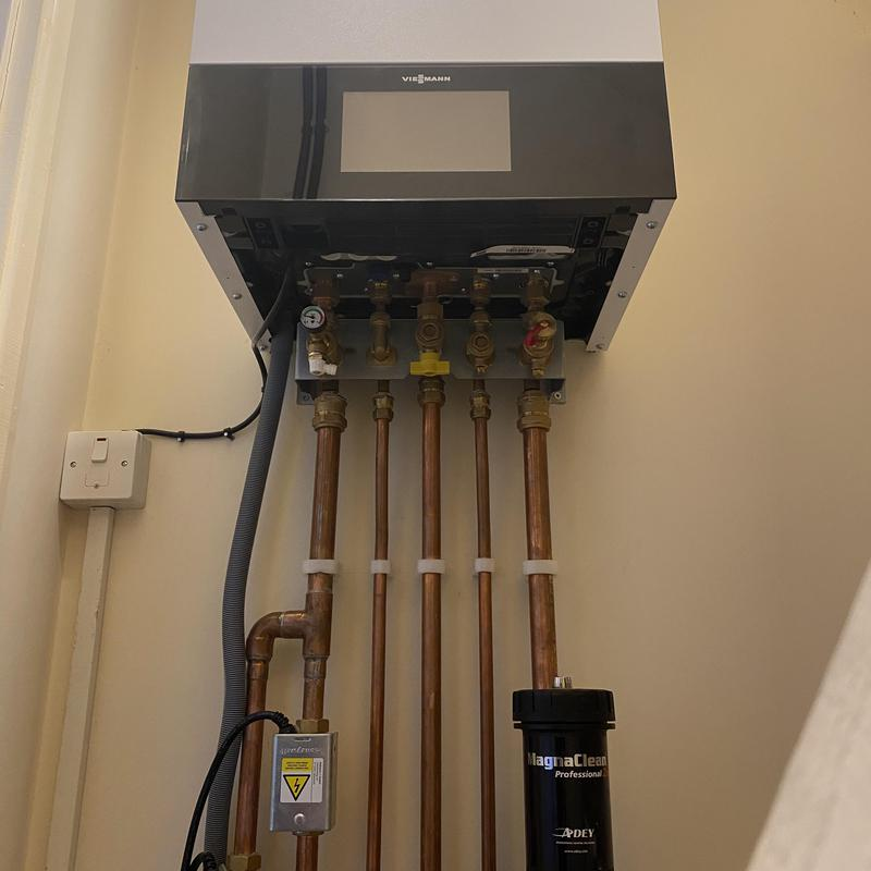 Image 5 - New viesmann 200 series combi boiler install ready to turn on