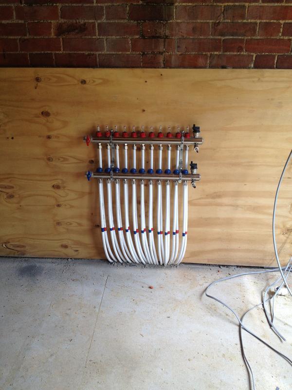 Image 44 - Underfloor heating manifold