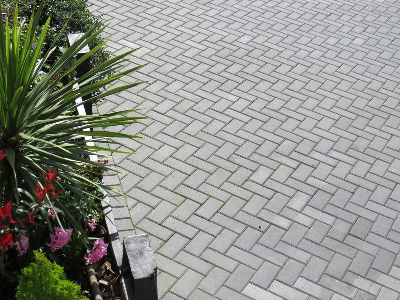 Image 18 - block paving driveways, , come in different colours