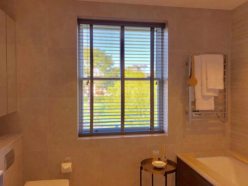Image 9 - Fitting blinds wood Venetians blinds