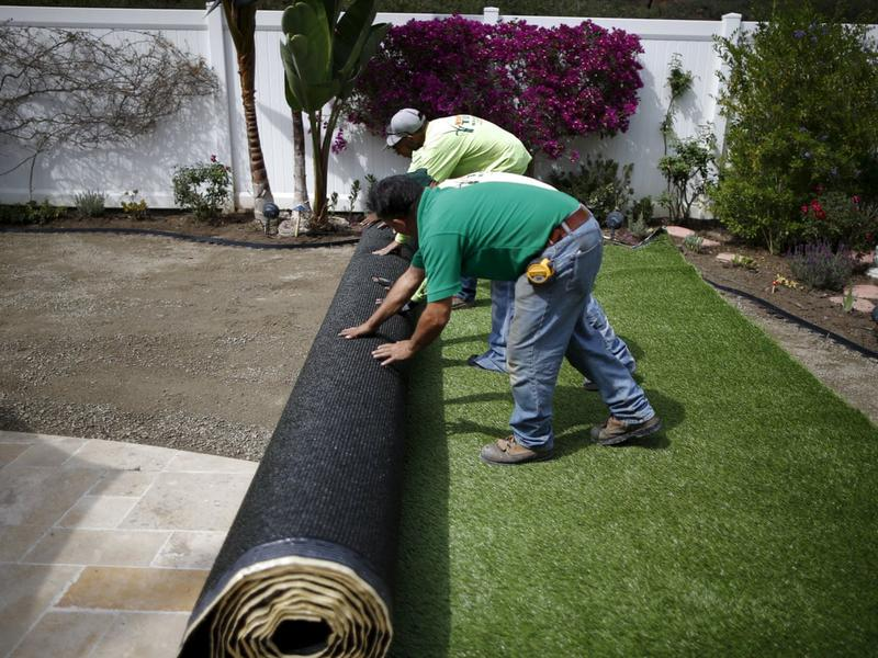 Image 67 - Laying artificial lawn