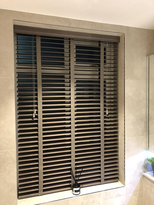 Image 6 - Fitting blinds wood Venetians blinds