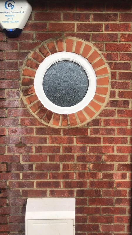 Image 46 - Circular window with Everglade Glass
