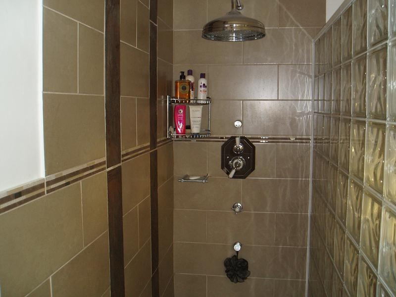 Image 63 - Walk in shower with glass brick partition