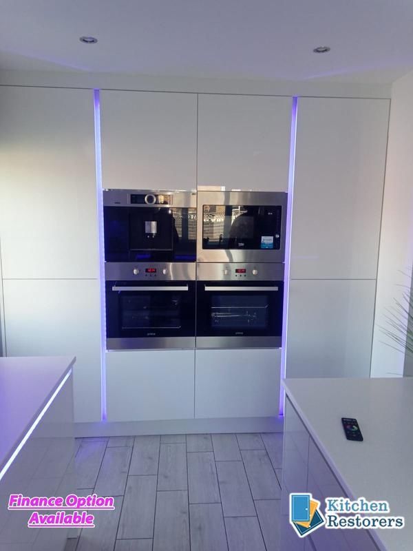 Image 4 - Full True Handle-less Kitchen FittedDoor Colour: Acrylic High Gloss WhiteWorktop: Solid Surface Peak