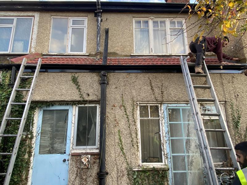 Image 17 - Back addition roof using Redlands 49 tiles.